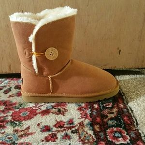 Women's UGG Classic Bailey Button Boots